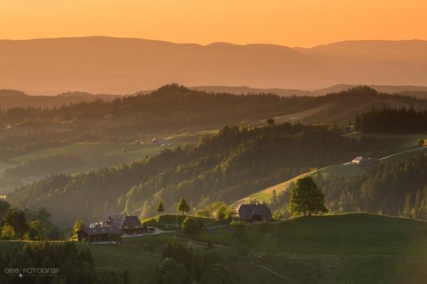 Bauernhof im Emmental bei Sonnenuntergang, Luederenalp,