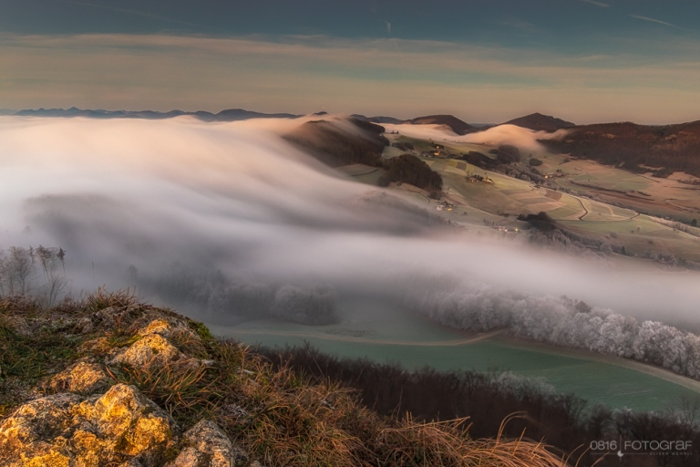 Gisliflue im Aargau mit Nebelwelle. Aufnahme mit Fuji X-T1, 10-24mm