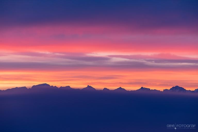 Blick von der Wasserflue bei Sonnenaufgang Richtung Alpen