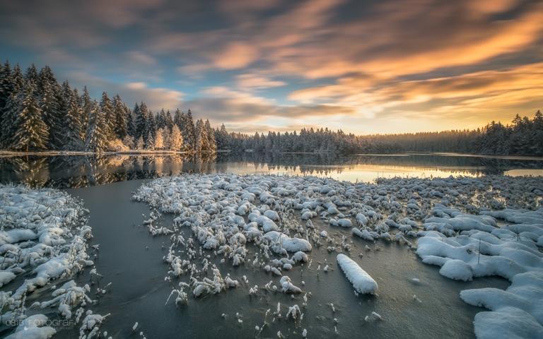 sonnenaufgang, winter, winterstart, winterbeginn, jura, etang de la gruere, jura, saignelégier, schnee, moorsee, see, fujifilm, lee filters, fuji x-pro2