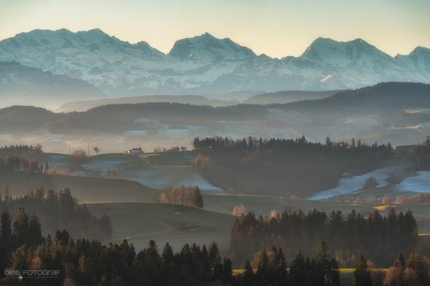 Lueg Emmental, Lueg, Emmental, Sonnenaufgang, Winter, Emmentaler Hügel, Alpen, Berner Alpen, Fujifilm, Fujifilm X-Pro2, Gitzo, Landschaft, Landschaftsfotografie