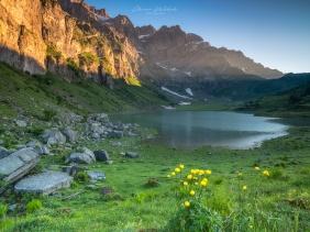 bergsee, oberblegisee, schweiz, bergsee schweiz, glarus, bergsee glarus, sonnenaufgang, fujifilm, landschaftsfotografie bergsee, bergsee fotografie, naturfotografie, landschaftsfoto, landschaftsbild, morgen, see,