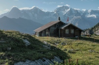 Suls-Lobhornhütte mit Blick auf Eiger, Mönch, Jungfrau