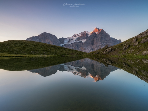 sonnenaufgang, bergsee, berner oberland, wetterhorn, spiegelung, hornseeli, hornsee, grindelwald, bergsee grindelwald, bergsee schweiz, fujifilm gfx, gfx 50s, landschaftsfotografie bergsee, mountain lake switzerland, swiss mountain lake, sunrise, landschaftsfoto bergsee, berge, bergfotografie, wetterhorn foto, wetterhorn spiegelung, reflections, gfx landscape photography