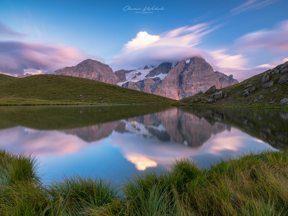 Fujifilm GFX Landscape, alpenglühen, sonnenuntergang, bergsee, berner oberland, wetterhorn, spiegelung, hornseeli, hornsee, grindelwald, bergsee grindelwald, bergsee schweiz, fujifilm gfx, gfx 50s, landschaftsfotografie bergsee, mountain lake switzerland, swiss mountain lake, sunrise, landschaftsfoto bergsee, berge, bergfotografie, wetterhorn foto, wetterhorn spiegelung