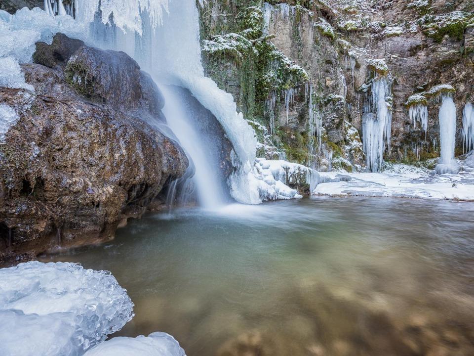 wasserfall, linn, eis, winter, wasserfall aargau, landschaftsfotografie, winterwasserfall, winter wasserfall, aargau wasserfall